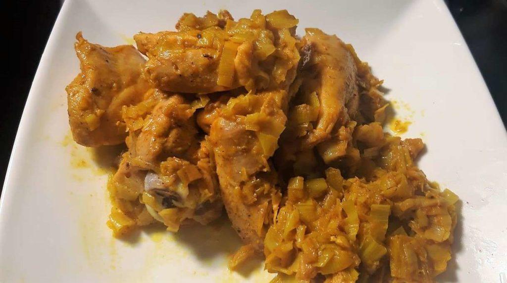Ricetta sovracosce di pollo con porri aromatizzate con noce moscata e curcuma