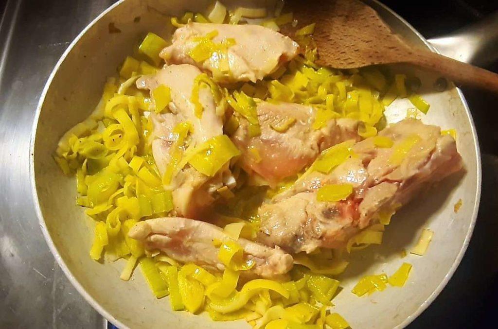 Noce moscata su pollo e porri